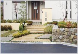 花壇スペースの植栽